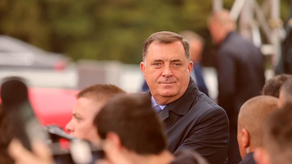 Dodik, osmijeh