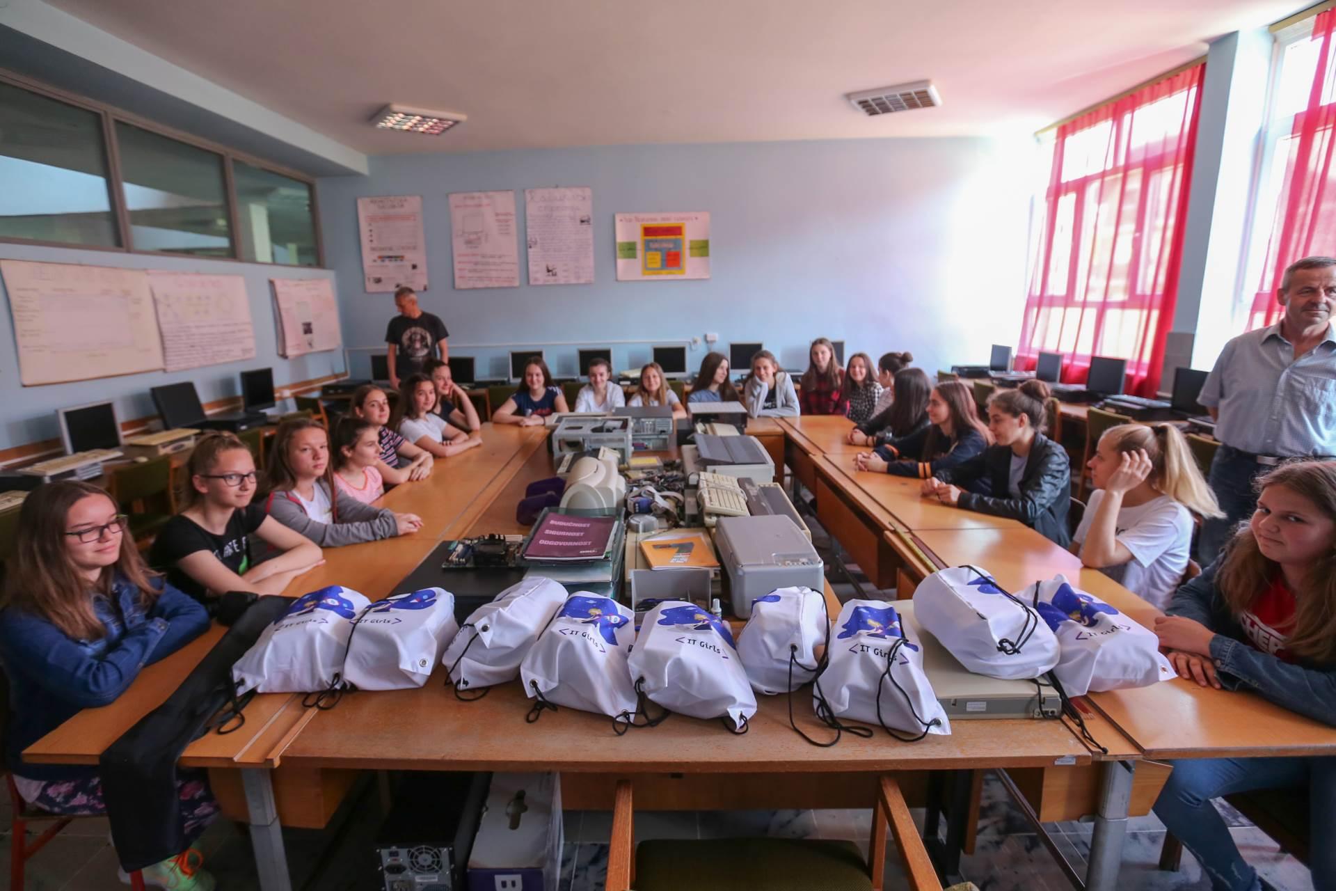 Unicef, škola, djeca, donacija, IT girls