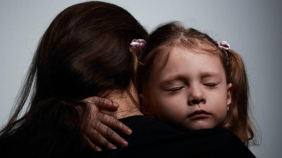 dete, zagrljaj, mama