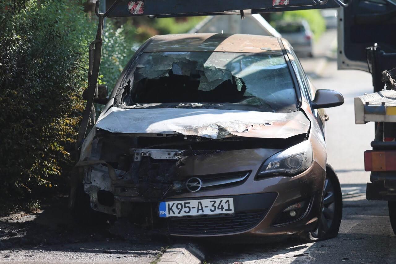 Eksplozija u Banjaluci, eksplodiralo auto (FOTO)