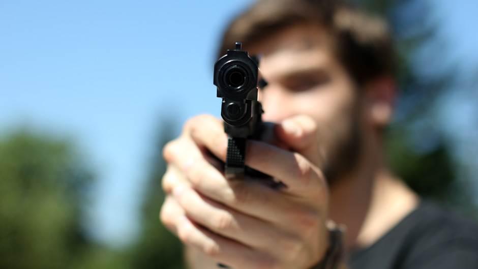 Pucanj, Pištolj, Ubistvo, Napad