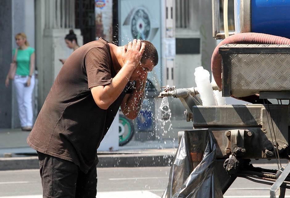 vrućina leto ulice mondo goran sivački 30.jpg