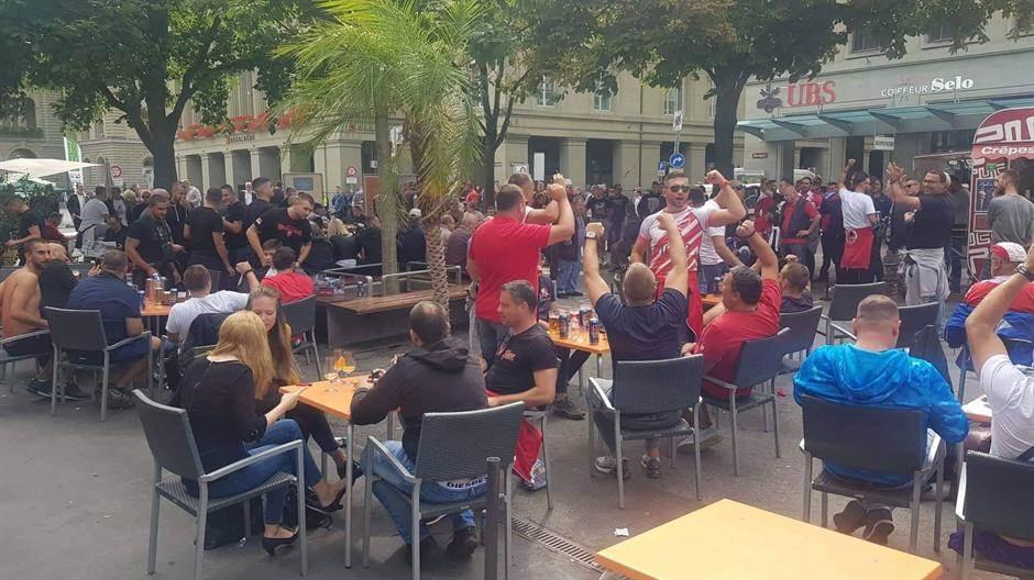 Navijači Zvezde okupirali centar Berna (VIDEO)