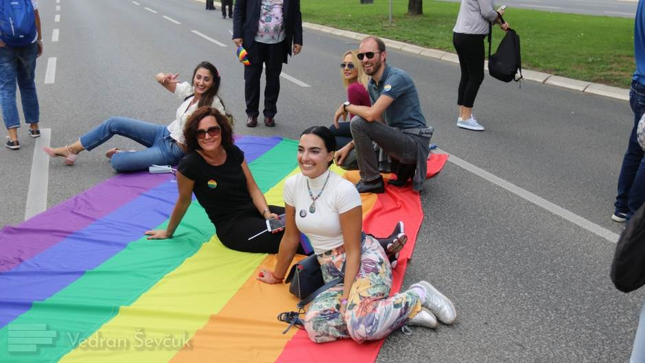 Budite homofobi u svoja četiri zida