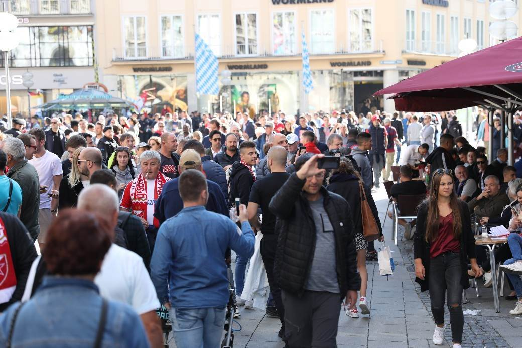 Delije okupirale centar Minhena (FOTO, VIDEO)