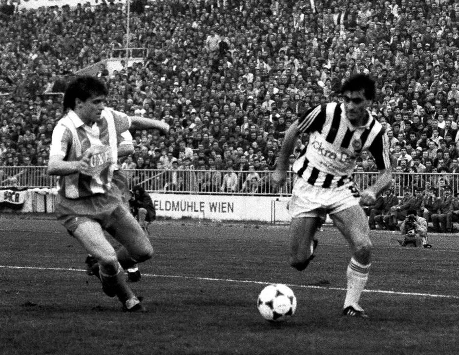 """Detalj sa """"večitog derbija"""" iz 1986: Dragan Stojković Piksi i Fadilj Vokri"""