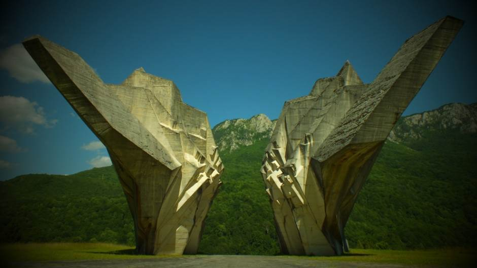 Spomenici ex-YU: Umetnost ili rugoba? (VIDEO)