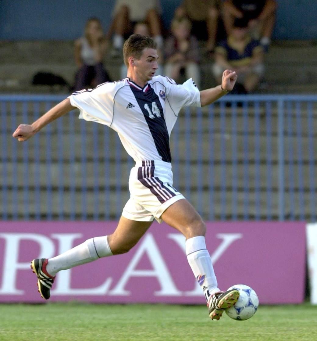 Lovre u dresu mlade reprezentacije Srbije (2001. godina).