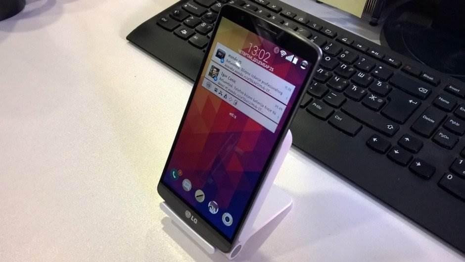 LG G3 na WCD-100 punjaču.