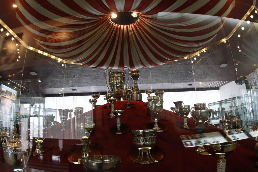 crvena zvezda muzej, vitrine, pehar, pehari