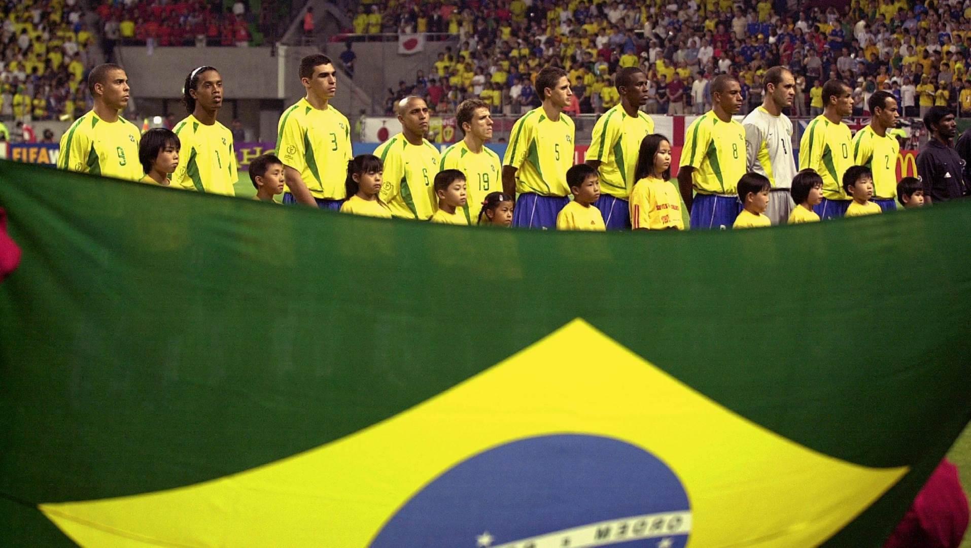 Markos - Lusio, Roke Žunior, Edmilson - Kafu, Žilberto Silva, Žuninjo Paulista, Roberto Karlos - Ronaldinjo - Rivaldo, Ronaldo.