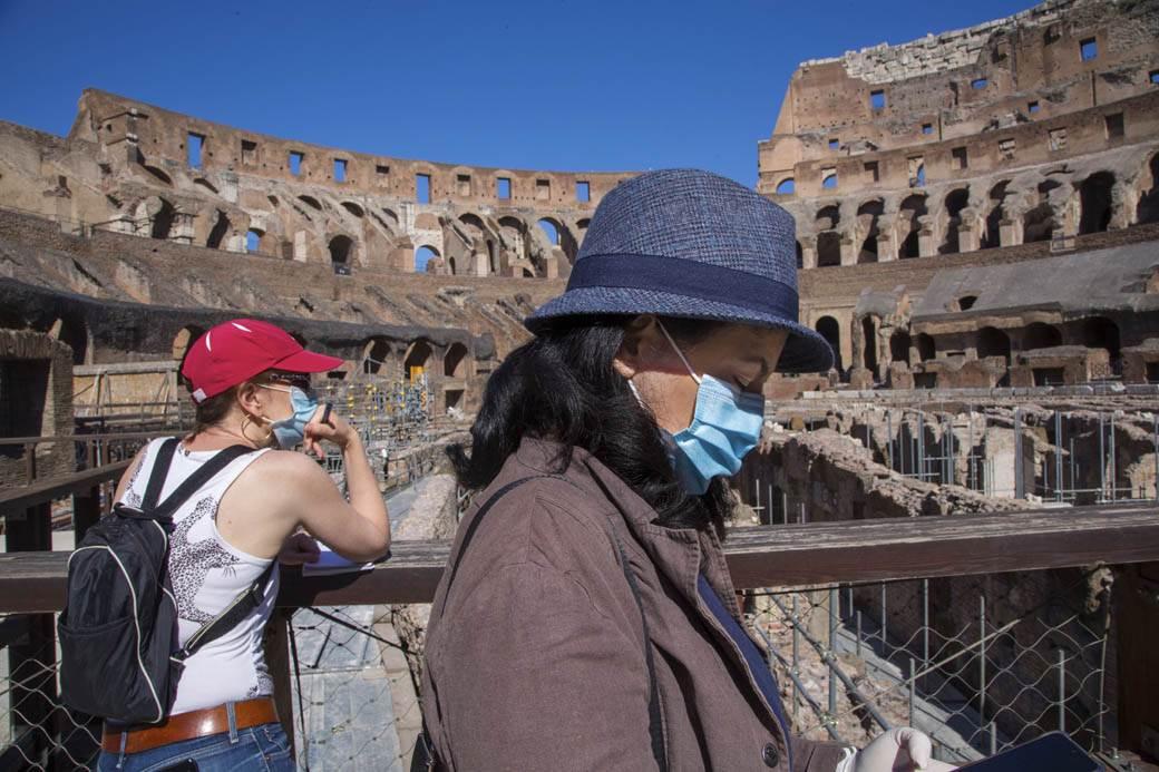 rim-italija-turisti-10.jpg