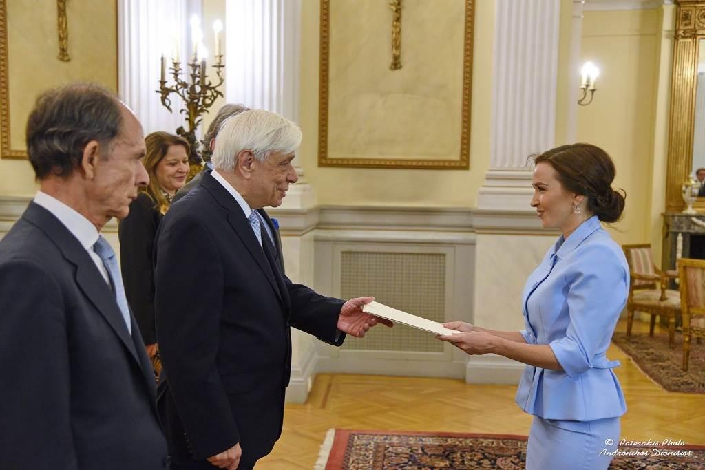 Ambasadorka BiH u Grčkoj, Milica Ristović Krstić, predaje akreditive tadašnjem predsjedniku Grčke, Prokopisu Pavlopulosu u oktobru 2018