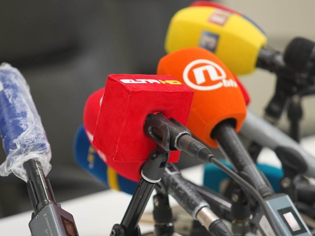 press, novinari, snimanje, kamera, mikrofon