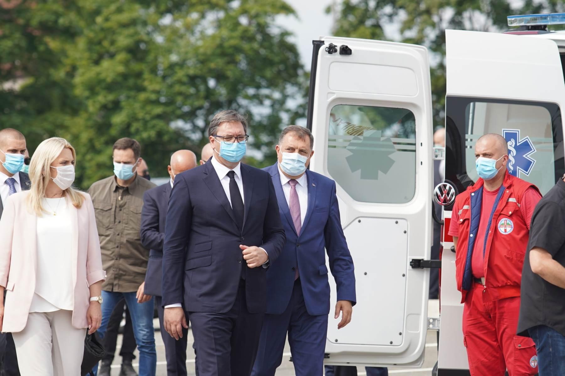 Dodik, Vučić, donacija