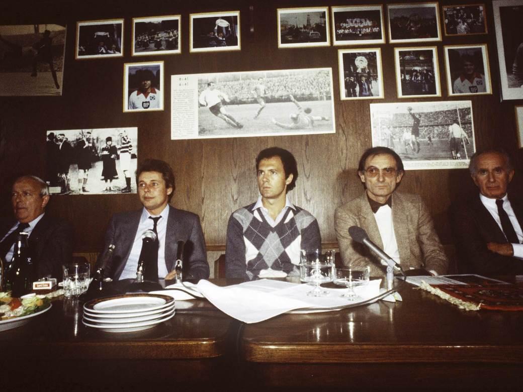 U sredini Franck Bekenbauer, sa njegove leve strane Branko Zebec.
