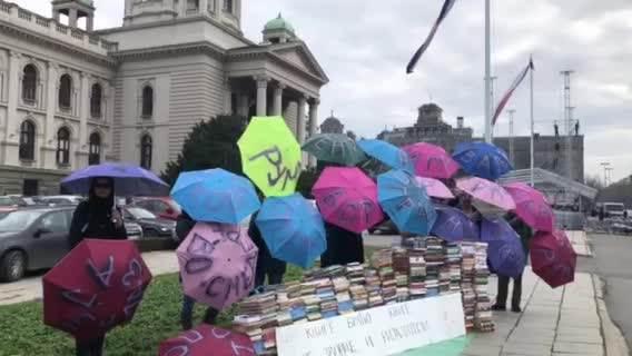 Protest ispred Skupštine zbog rijalitija