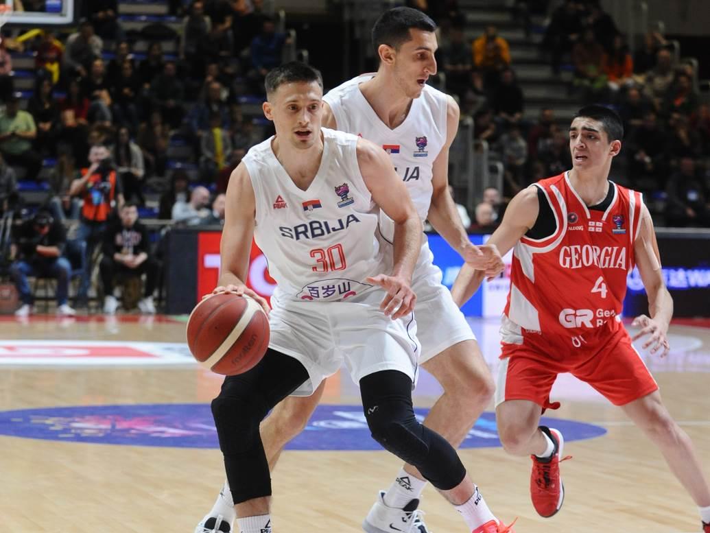 Aleksa Avramović u dresu Srbije.