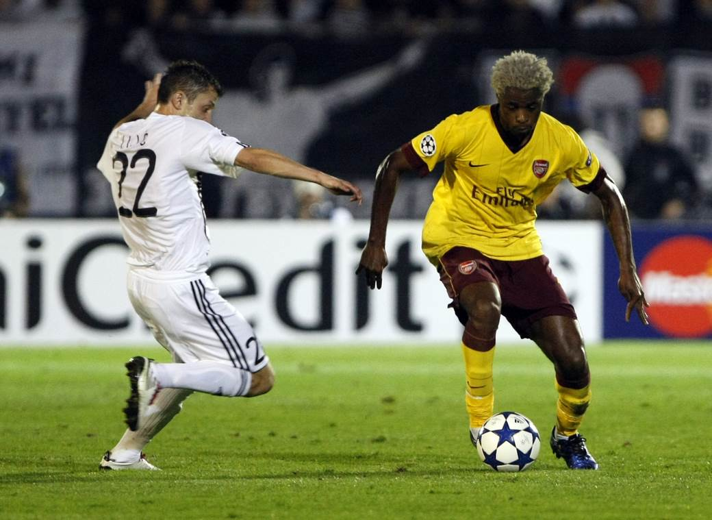 Aleks Song u dresu Arsenala protiv Partizana.