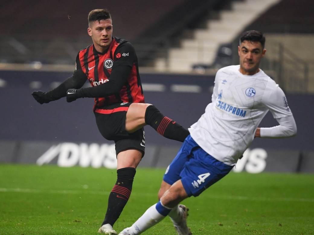 Luka Jović gol za Frankfurt.