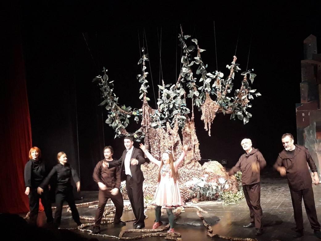 DPRS, dječije pozori[te, djevojčica i drvo, predstava
