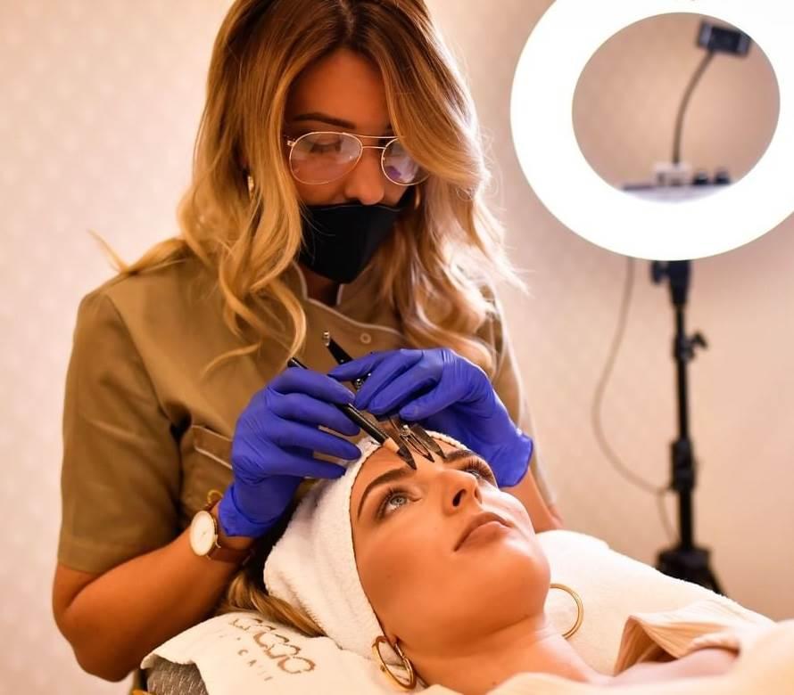 kozmetičarka, obrve, tretman