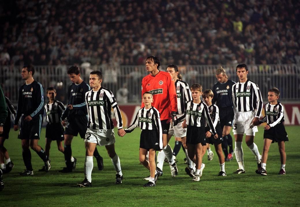 Igrači Partizana i Real Madrida izlaze na teren.