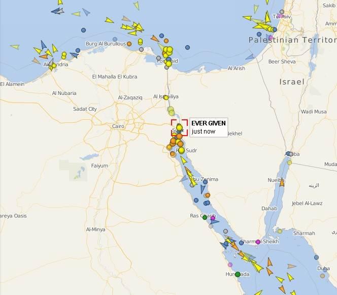 Trenutna pozicija broda Ever Given u Sueckom kanalu i drugih brodova koji čekaju prolaz.