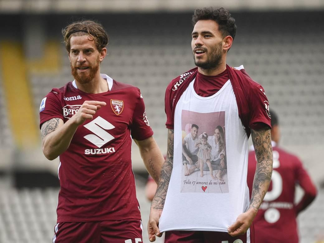 Antonio Sanabrija, fudbaler Torina slavi pogodak protiv Rome