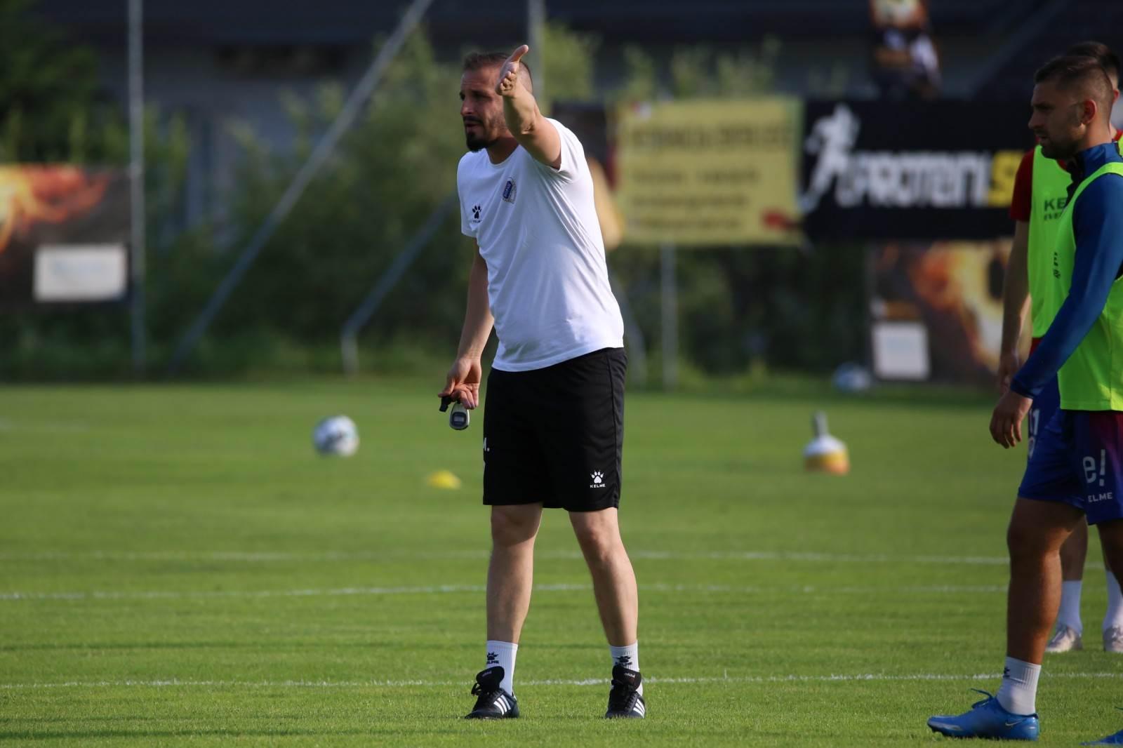 Trener Borca Marko Maksimović na pripremama na Bledu