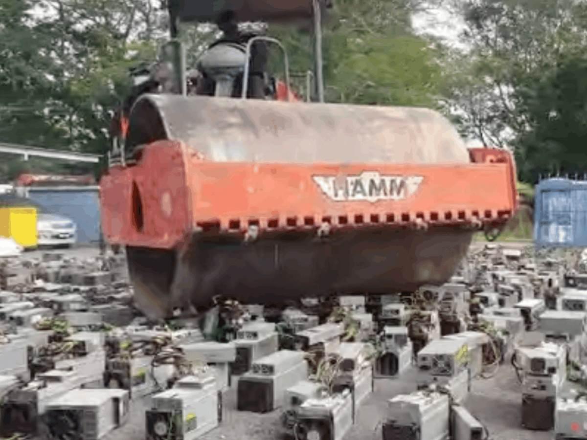 Policija uništava opremu za rudarenje kriptovaluta