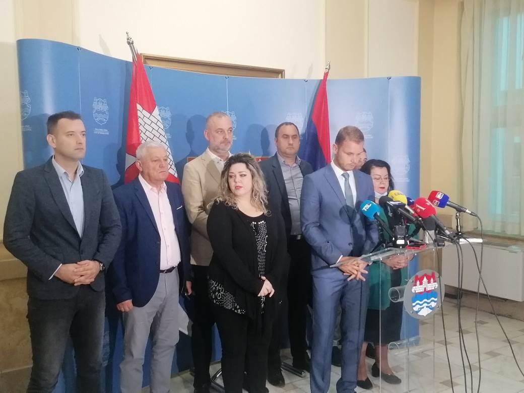 Stanivuković na pres konfreneciji sa odbornicima