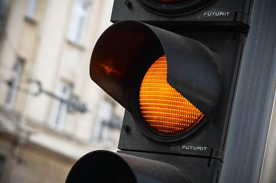 semafor, saobraćaj, žuto, žuto svetlo, semafor žuto, stop