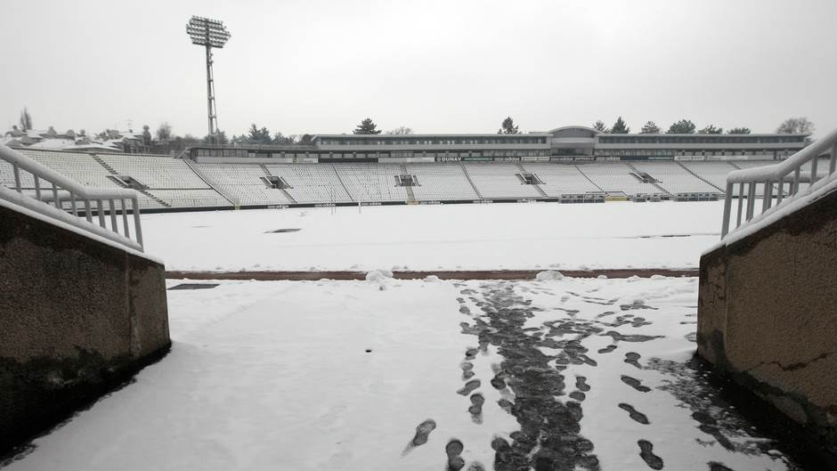 humska partizan stadion tribine sneg zavejan 2.jpg
