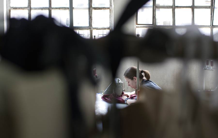 šivenje krojačica tekstil fabrika