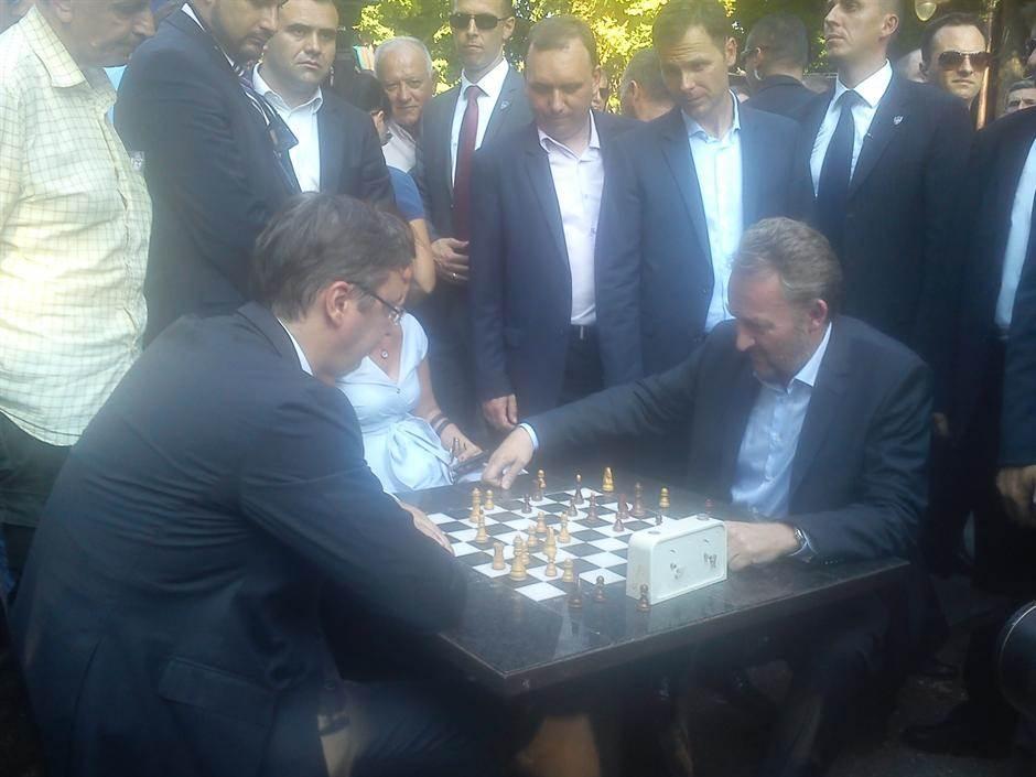 Vučić, Izetbegović, šah,