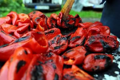 paprike, zimnica, jagnje, pečenje, peče paprike, peku paprike, jagnje, ražanj, paprika ajvar