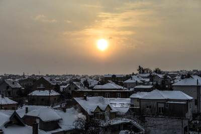 sneg, zima, sunce, zora, krov, krovovi, naselje