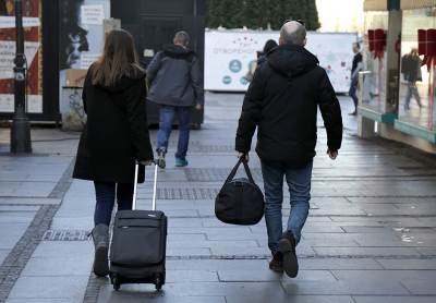 pokrivalica, pokrivalice, turisti, turista, putnik, putnici, putovanje, turizam, torba, kofer