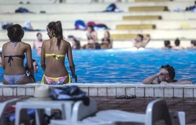 taš, bazen, noćno kupanje, tašmajdan, leto, vrućina, noć, noćno