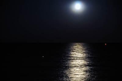 mesec, grčka, letovanje, putovanja, leto, odmor, plaža, more