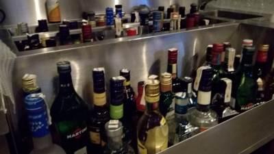alkohol, pića, piće, alkoholna pića, flaše, flaše sa alkoholom