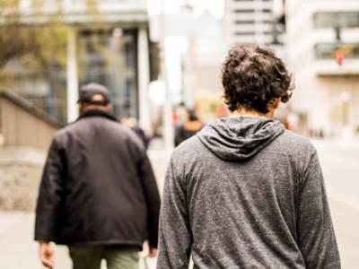 walking-downtown_t20_WQVbVg
